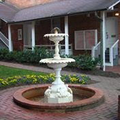 photo of Alumnae Fountain in the foreground with Little Chapel behind it.