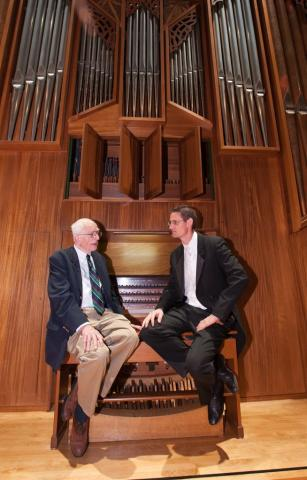 two organist share the bench of the organ