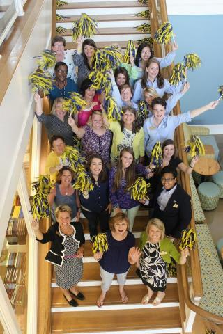 Alumnae board and students on the stairs of the Student Center