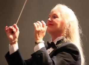 Photo of conductor Sonja Sepulveda